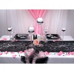 Camino de mesa de organza negra con decoración